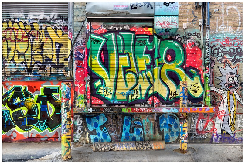 Lot #22<br/>Graffiti Alley Loading Dock, Toronto  ~  Ian Dunbar